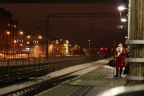 Santa_Claus_waiting_for_a_train_IM1203